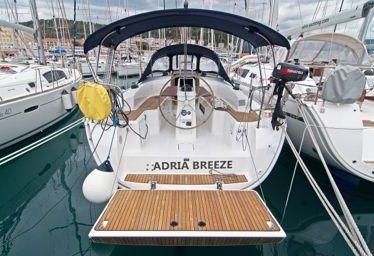 Zeilboot Bavaria Cruiser 33 (2016)-0