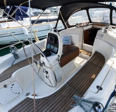 Sailboat Bavaria Cruiser 33 (2007)-4