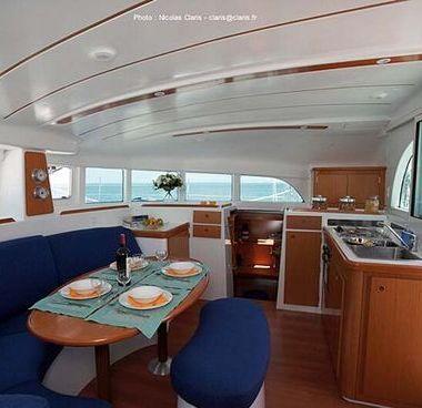 Catamaran Lagoon 380 S2 (2006)-4