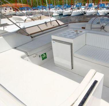 Imbarcazione a motore Yaretti 1910 (1991)-2