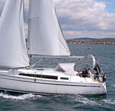 Sailboat Bavaria Cruiser 33 (2013)-2