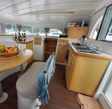 Catamarano Lagoon 380 (2012)-2