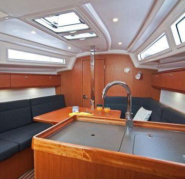Zeilboot Bavaria Cruiser 33 (2016)-4