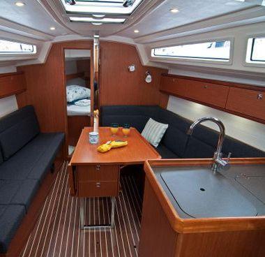 Zeilboot Bavaria Cruiser 33 (2016)-2