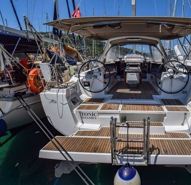 Sailboat Beneteau Oceanis 45 (2014)-2