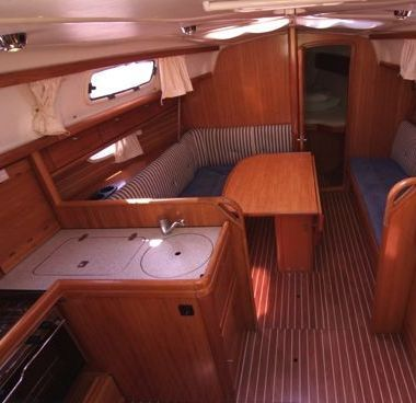 Sailboat Bavaria Cruiser 33 (2006)-2