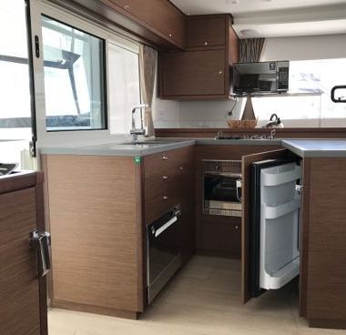 Catamaran Lagoon 450 F (2018)-2