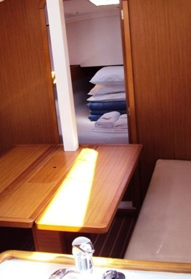 Sailboat Jeanneau Sun Odyssey 30 i (2009)-3