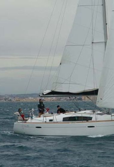 Sailboat Beneteau Oceanis 40 (2011)-3