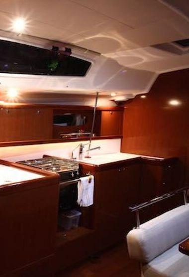 Sailboat Beneteau Oceanis 43 (2010)-3