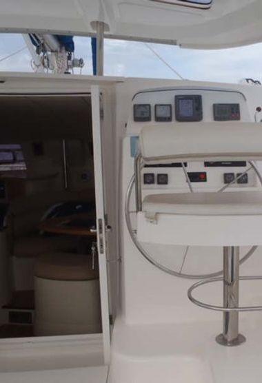 Catamaran Leopard 43 (2007)-3