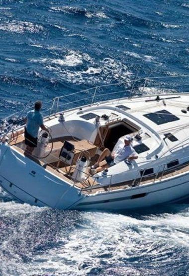 Sailboat Bavaria Cruiser 40 (2008)-3