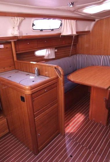 Sailboat Bavaria Cruiser 33 (2006)-3