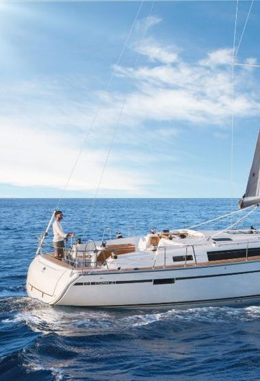 Sailboat Bavaria Cruiser 41 (2016)-3