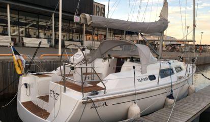 Sailboat Hanse 325 (2013)