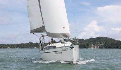 Sailboat Bavaria Cruiser 33 (2013)