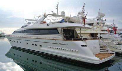 Barco a motor Falcon 102 (2005)