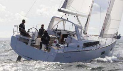 Sailboat Beneteau Oceanis 38 (2017)