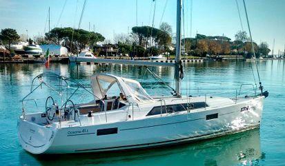 Sailboat Beneteau Oceanis 41.1 (2016)