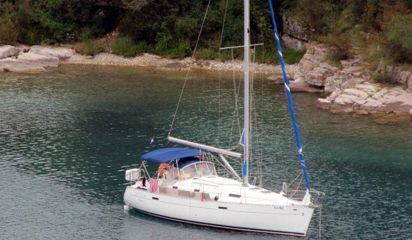 Sailboat Beneteau Oceanis 331 (2003)