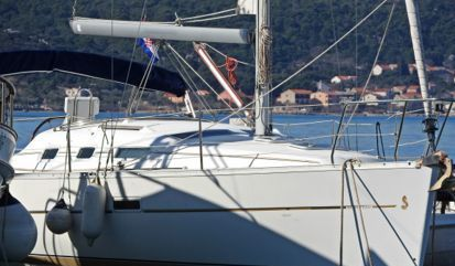 Sailboat Beneteau Oceanis Clipper 323 (2004)
