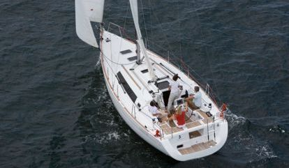Sailboat Beneteau Oceanis 34 (2016)