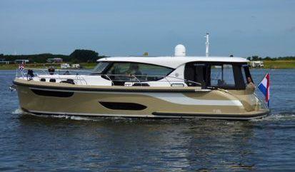 Barco a motor Jetten 42 MPC (2019)
