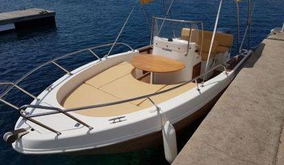 Barco a motor Capelli Cap 20 (2008)
