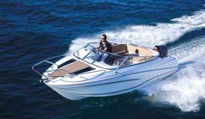 Motor boat Cap Camarat 650 DC (2015)