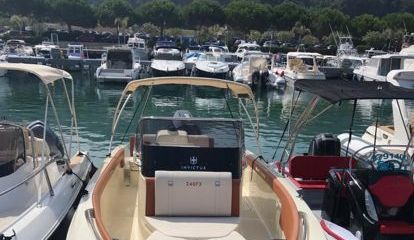 Motorboot Invictus 240 FX (2018)