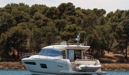 Motor boat Prestige 550S (2016)