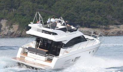 Motor boat Bavaria Virtess 420 Fly (2019)