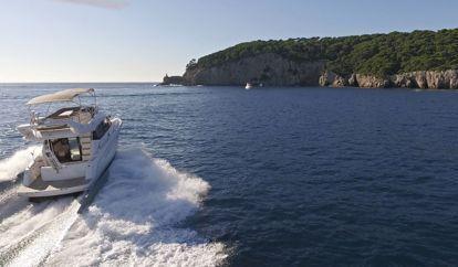 Motor boat Jeanneau Prestige 400 Fly (2015)