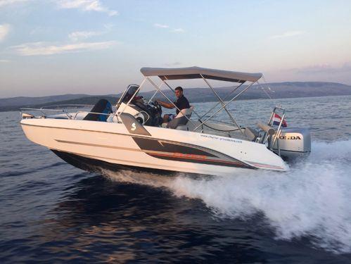 Speedboat Beneteau Flyer 6.6 Spacedeck (2015)