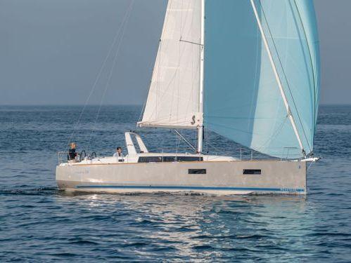 Sailboat Beneteau Oceanis 38 (2014)