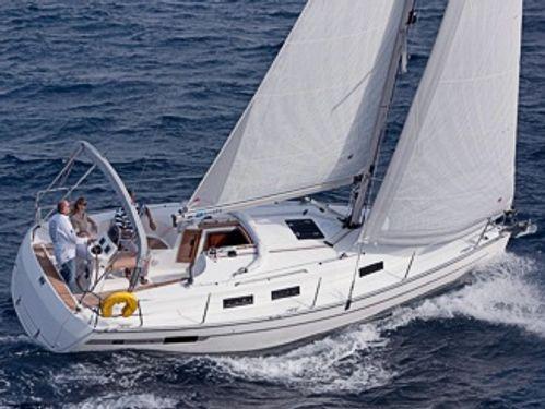 Sailboat Bavaria Cruiser 32 (2012)