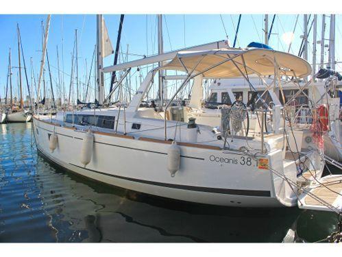 Sailboat Beneteau Oceanis 38.1 (2019)