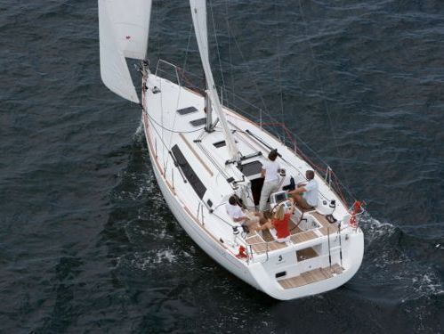Sailboat Beneteau Oceanis 34 (2012)