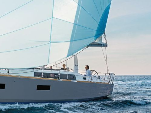 Sailboat Beneteau Oceanis 38 (2019)