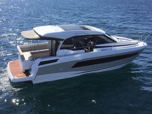 Barco a motor Jeanneau NC 33 (2018)