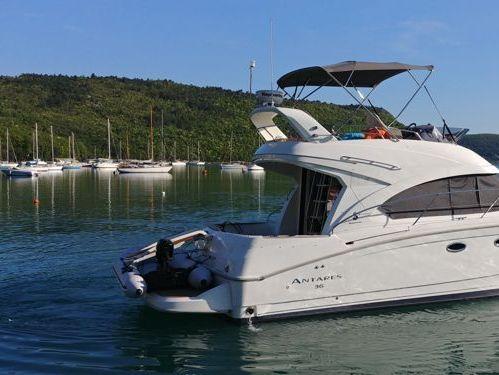 Motor boat Beneteau Antares 36 Fly (2011)