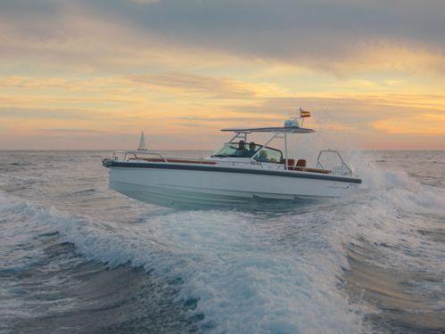 Motorboat Axopar 28 TT (2020)