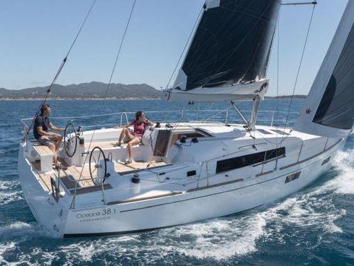 Sailboat Beneteau Oceanis Cruiser 38 (2016)
