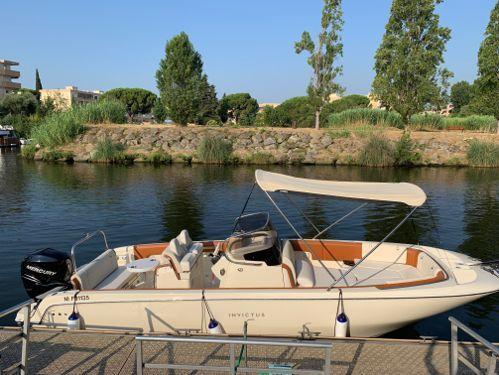 Speedboat Invictus 270 FX (2019)