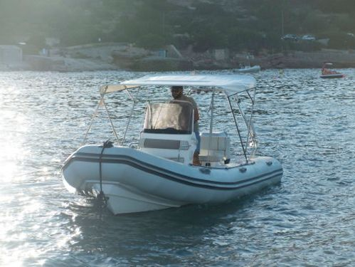 Speedboat Valiant 570 (2010)