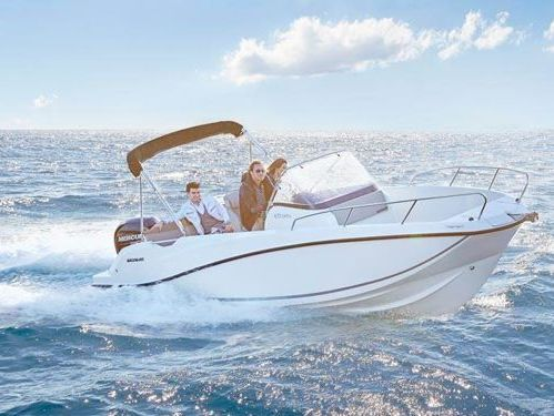 Motorboot Invictus 240 FX (2017)