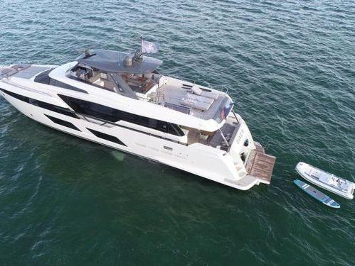 Barco a motor Ferretti 97 (2019)