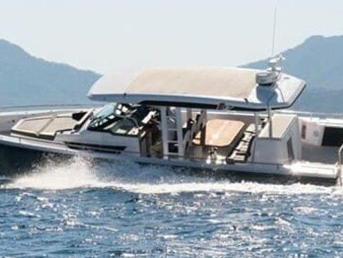 Motor boat Axopar 37 ST (2021)