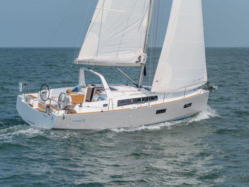 Sailboat Beneteau Oceanis 38 (2014) (2)