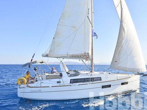 Sailboat Beneteau Oceanis 35 (2015) (1)